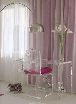 mesa e cadeira em acrílico