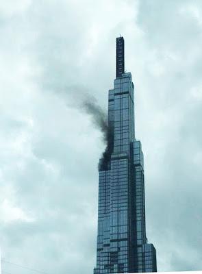 khói đen bốc lên từ đỉnh landmark 81