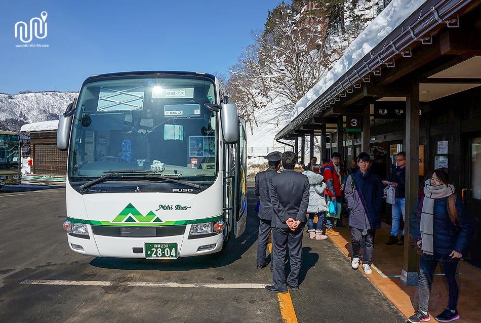 ที่จอดรถ Nohi Bus สถานี หมู่บ้านชิราคาวาโกะ (Shirakawa-go)