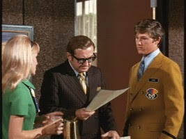 The Barefoot Executive 1971 movieloversreviews.filminspector.com Joe Flynn Kurt Russell