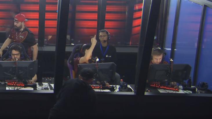 [CS:GO] Player của team Renegades – Gratisfaction đã giơ ngón giữa miệt thị khán giả trong trận đấu bo3 với team NiP