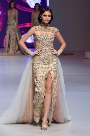 9 Model Baju Kebaya Modern Lengan Pendek Paling Cantik dan Modis