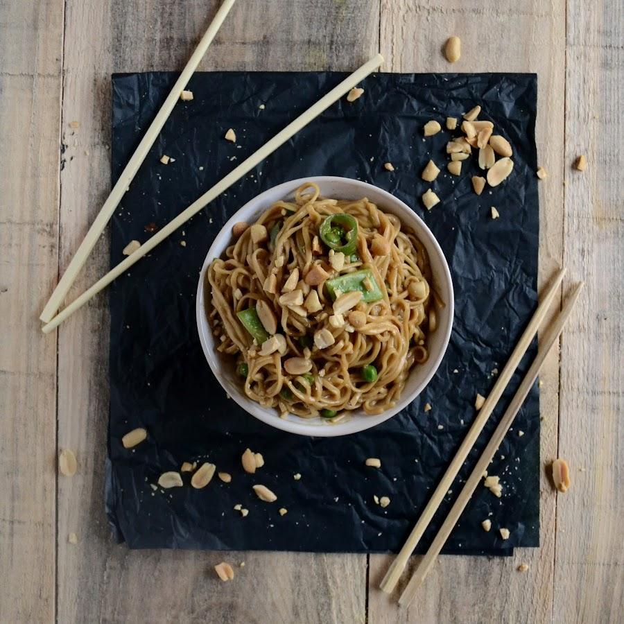 noodles con cacahuetes picantes