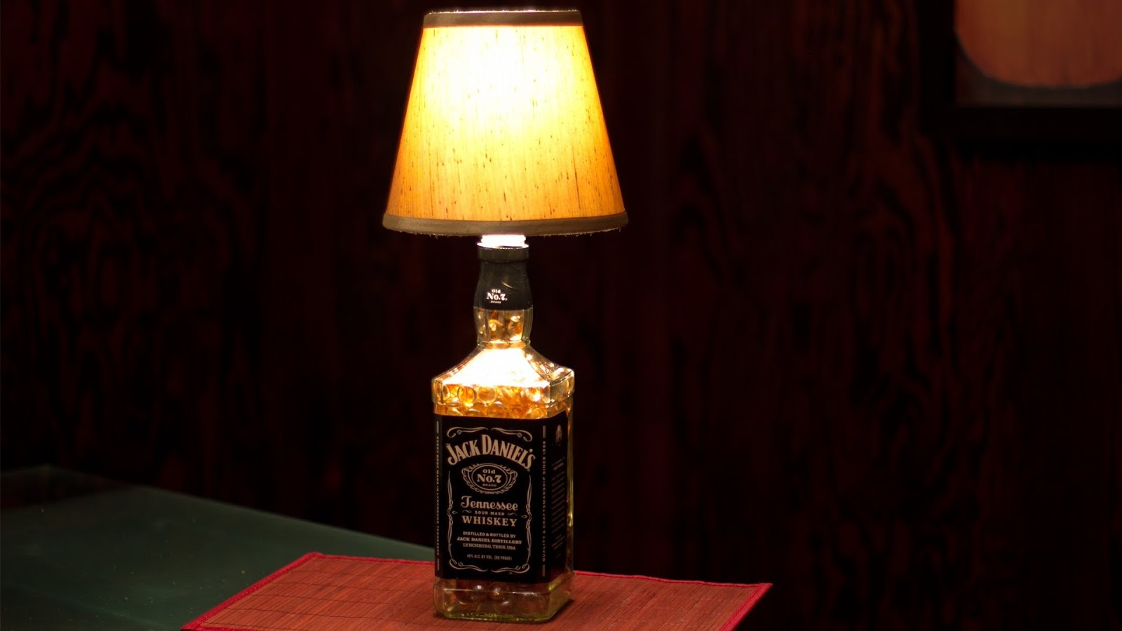fabrique ta lampe jack daniel 39 s faut l 39 savou re. Black Bedroom Furniture Sets. Home Design Ideas