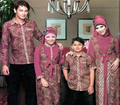 Model batik sarimbit keluarga muslim