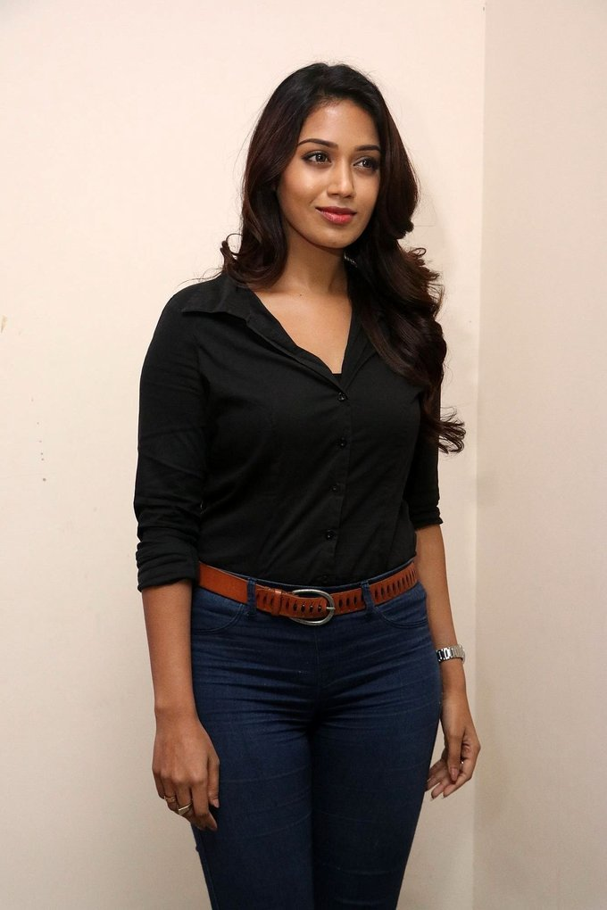 Nivetha Pethuraj Gemini Ganeshanum Suruli Raajanum Movie Audio Launch