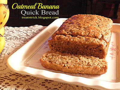 Oatmeal Banana Quick Bread Recipe @ treatntrick.blogspot.com