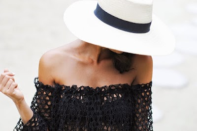 Vestido pareo con tela de encaje