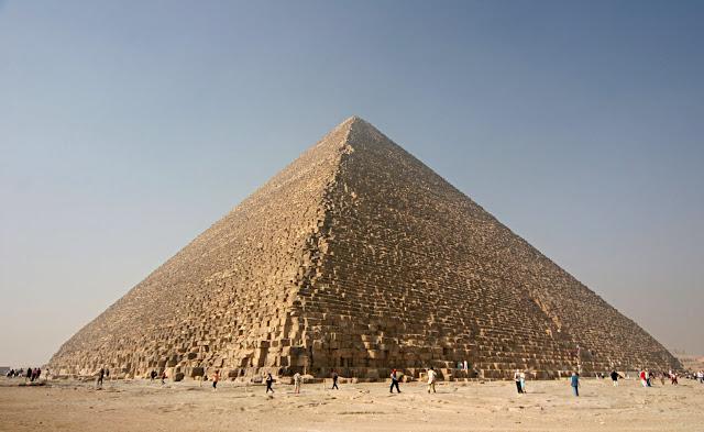 La grande pyramide a-t-elle une relation avec le château de Chambord ?