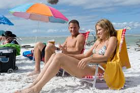 Channing Tatum at the beach with a girl in Magic Mike movieloversreviews.filminspector.com