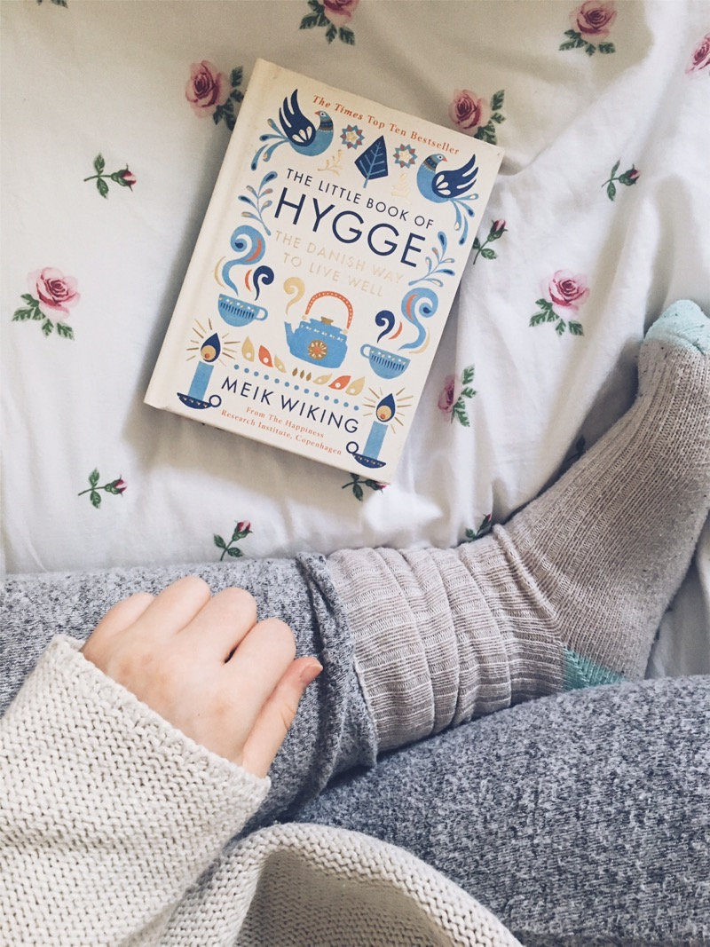 hygge-book-cosy-bedroom-socks