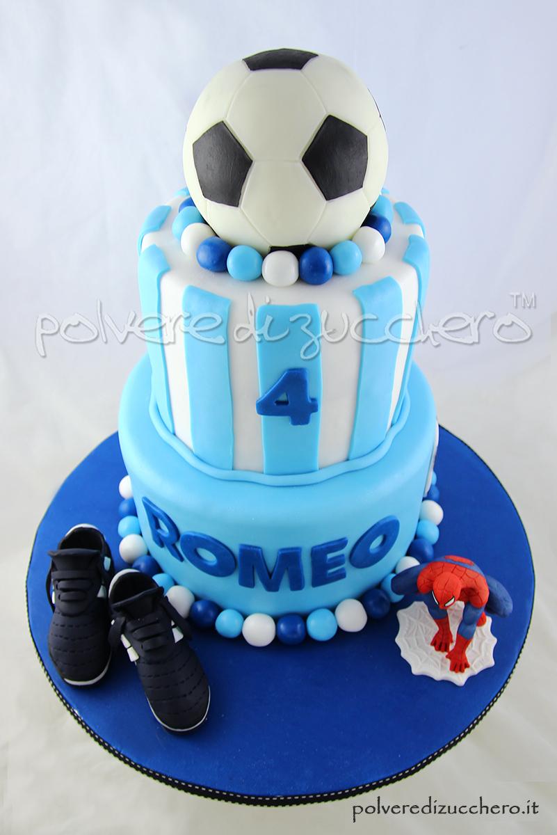torta decorata calcio pallone scarpette da calcio uomo ragno pasta di zucchero cake design polvere di zucchero