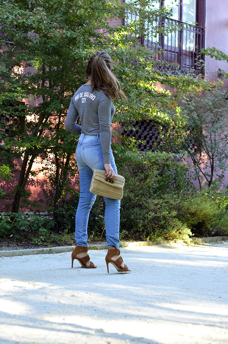 Streetstyle - Casual look wearing ripped jeans, leather zara heels, céline sunglasses, grey tee