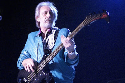 Bass merupakan salah satu instrumen musik yang sering dipakai 10 Bassist Terbaik Dunia Sepanjang Masa (Pemain Bass Terhebat)