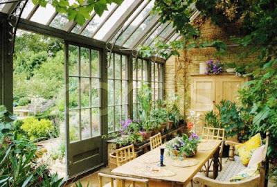 Benefícios de ter uma estufa no jardim