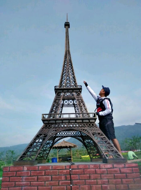Menara Eiffel Small World Purwokerto