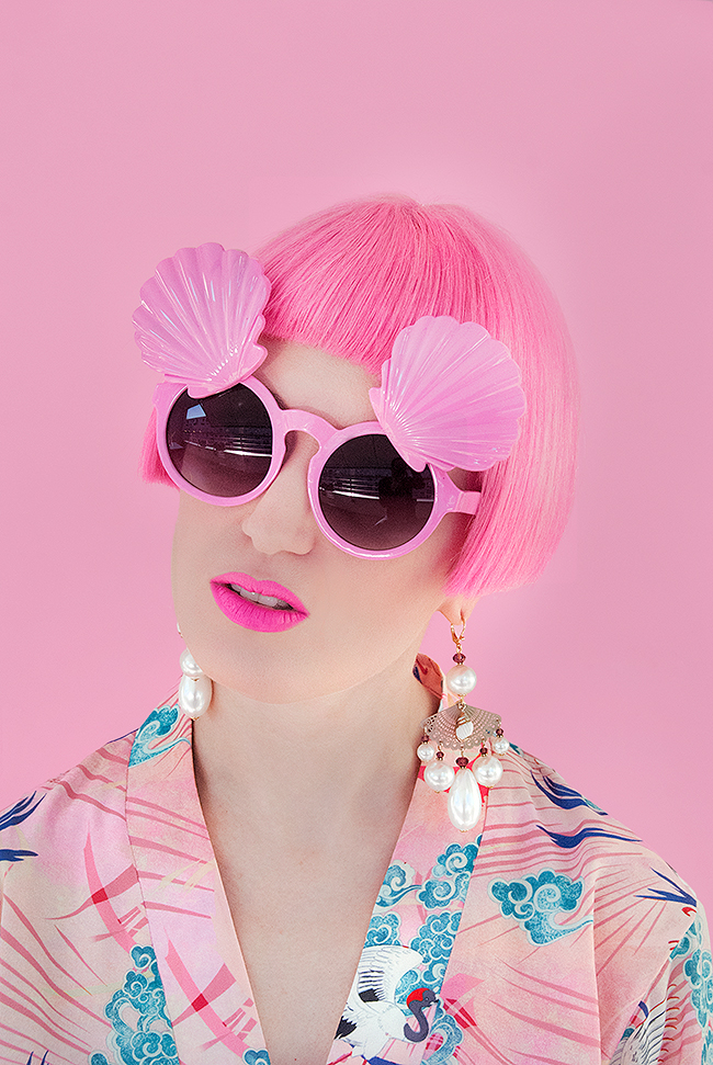 Sara is in Love with… blogger influencer Asian fan Tukadu Mukzin kimono pink hair jewellery pearls shells