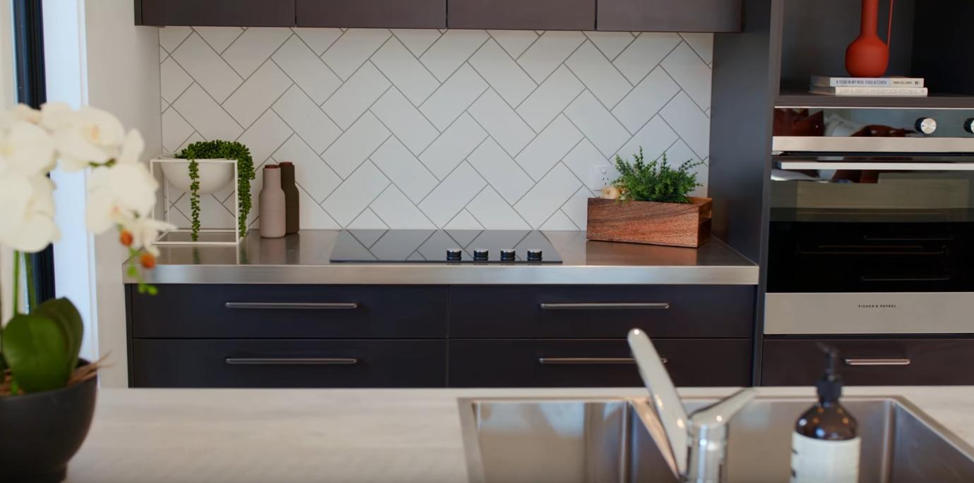 10 Photos vs. 16 Silver Street, Shotover Country, Queenstown - High-End Home & Interior Design Video Tour