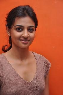 Radhika Apte Cute Stills  10.jpg