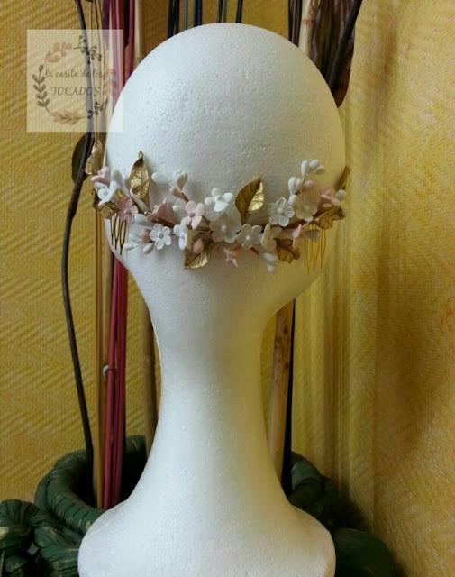 tocado para novia de porcelana con hojas y flores