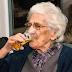 Tiene 96 años y bebe de 12 a 20 cervezas al día! con la aprobación de su médico.
