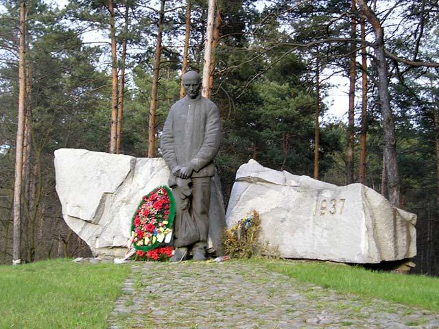 """У заповіднику """"Биківнянські могили"""" вшанують пам'ять жертв репресій"""