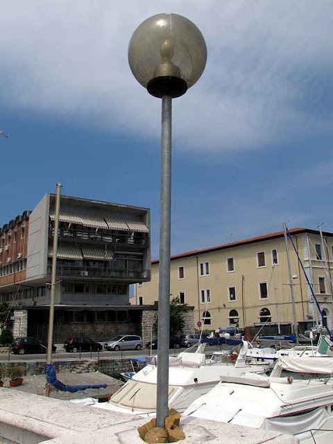 Low-cost lamp post, Livorno
