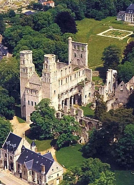 Foto aérea das ruínas da grande abadia
