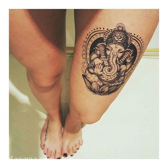 un tatuaje hindu para mujer