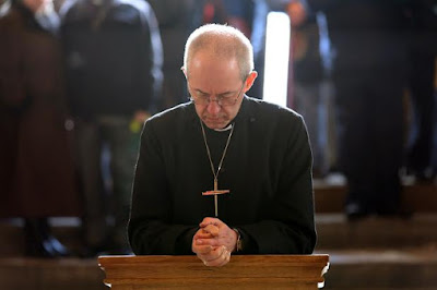 Justin Welby praying