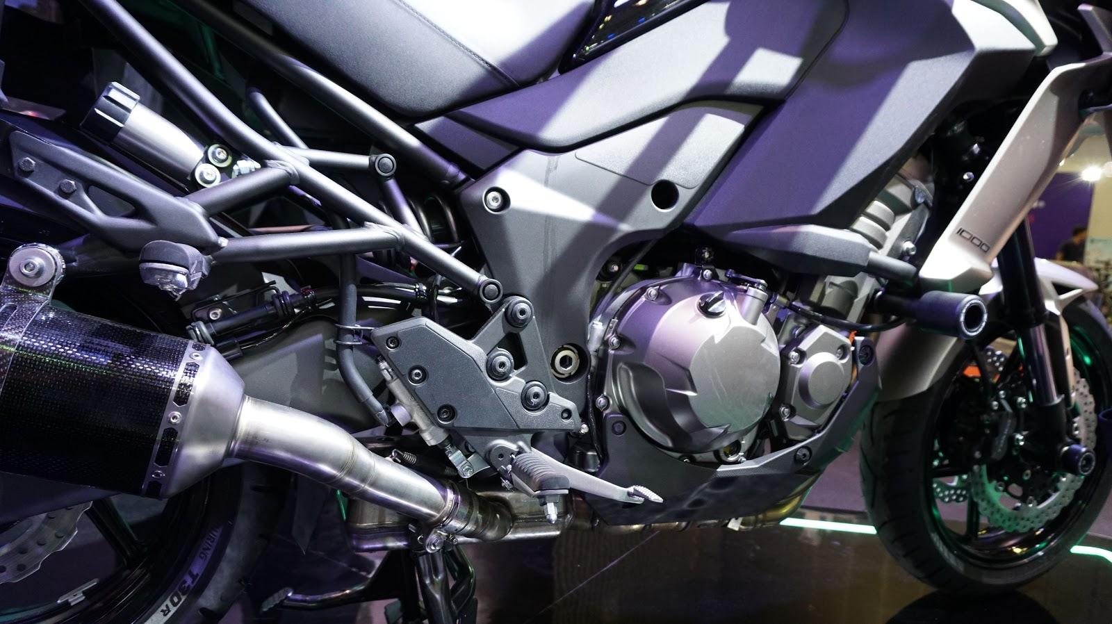 Kawasaki Versys 1000 sở hữu khối động cơ 1043 phân khối, công suất hơn 110 mã lực