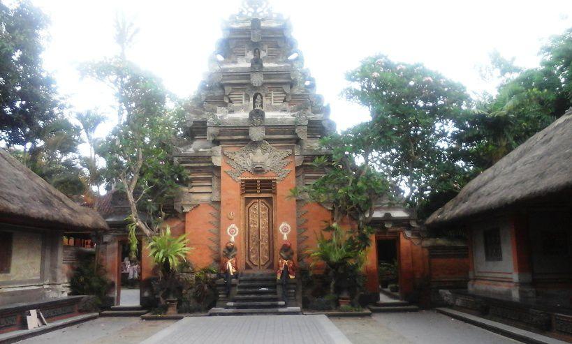Mengunjungi Kawasan Istana Kerajaan Ubud - Ubud, Puri Kerajaan, Gianyar, Bali, Liburan, Perjalanan, Wisata, Tour, Rekreasi, Darmawisata, Tamasya, Objek wisata, Tujuan wisata, Destinasi wisata, Kawasan wisata