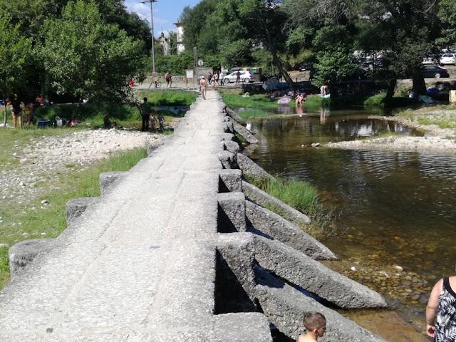 Ponte pedonal de pedra