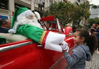 Quinta tem estreia do Nataleluia e despedida do Papai Noel de carro na XV