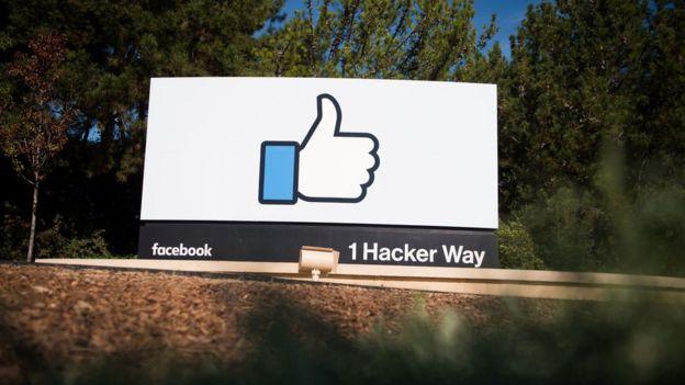 O Facebook diz que tem como alvo 30.000 contas falsas ligadas à França antes da eleição presidencial do país, como parte de um esforço mundial contra a desinformação
