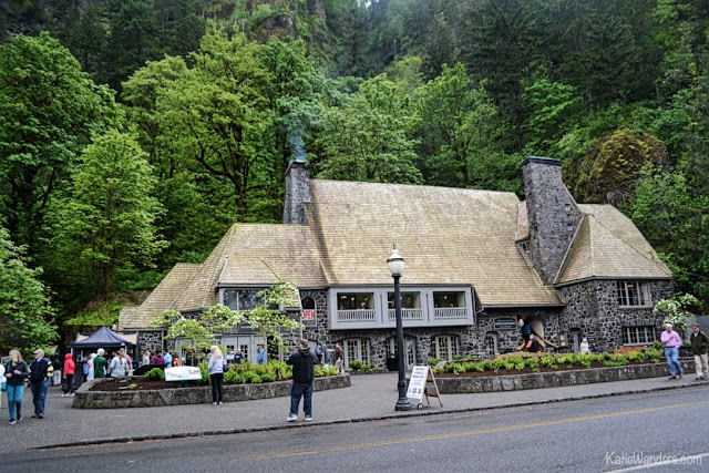 Restaurant, gift shop and ranger station at Multnomah Falls