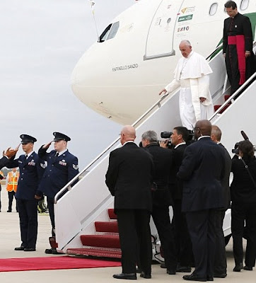 Pope Francis leaves plane