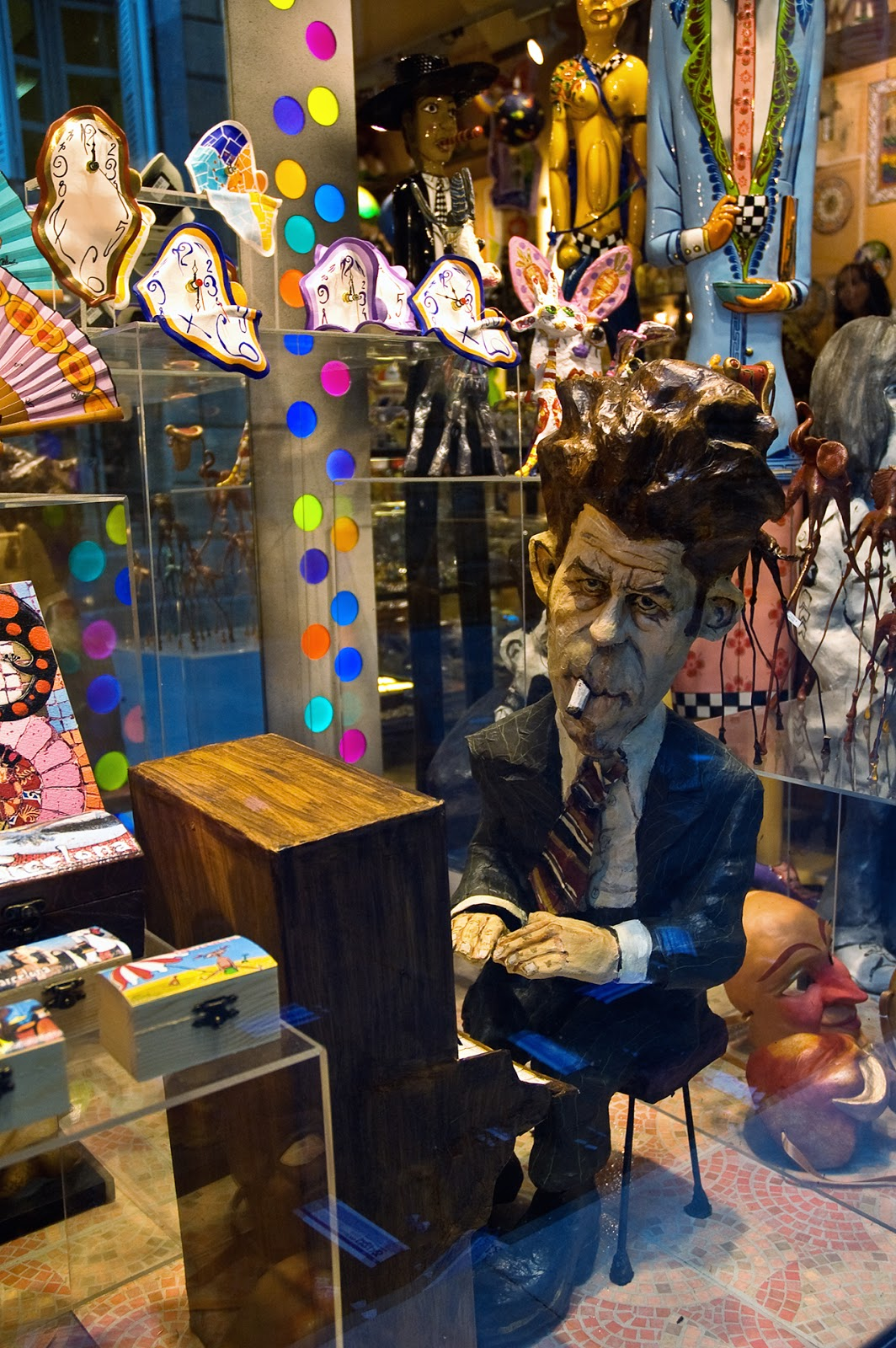 Tom Waits in Papier Mache, Barcelona