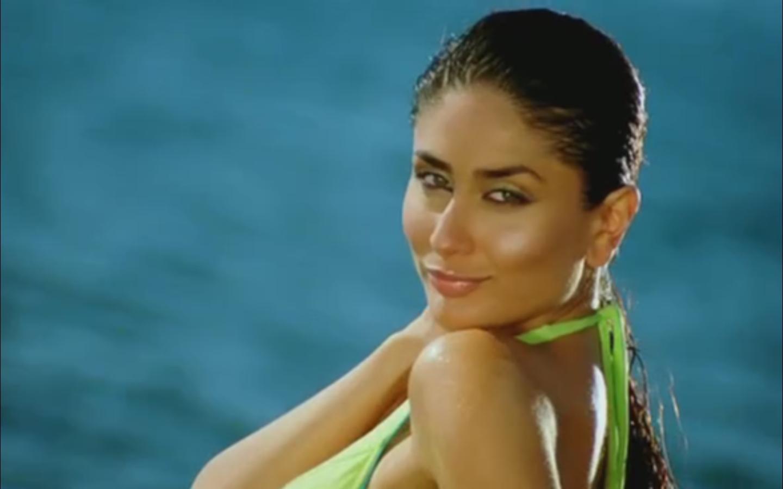 Kareena kapoor sexy bikini
