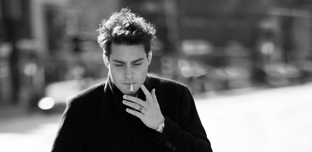 Douwe Bob smoking a cigarette (or weed)
