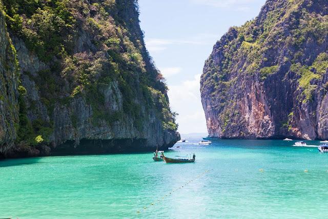 Maya Bay ( Ko-Phi-Phi )