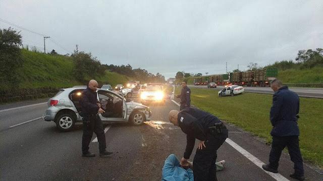 Elemento com carro roubado foge pela Avenida Ayrton Senna e acaba detido pela GCM de Itaquaquecetuba