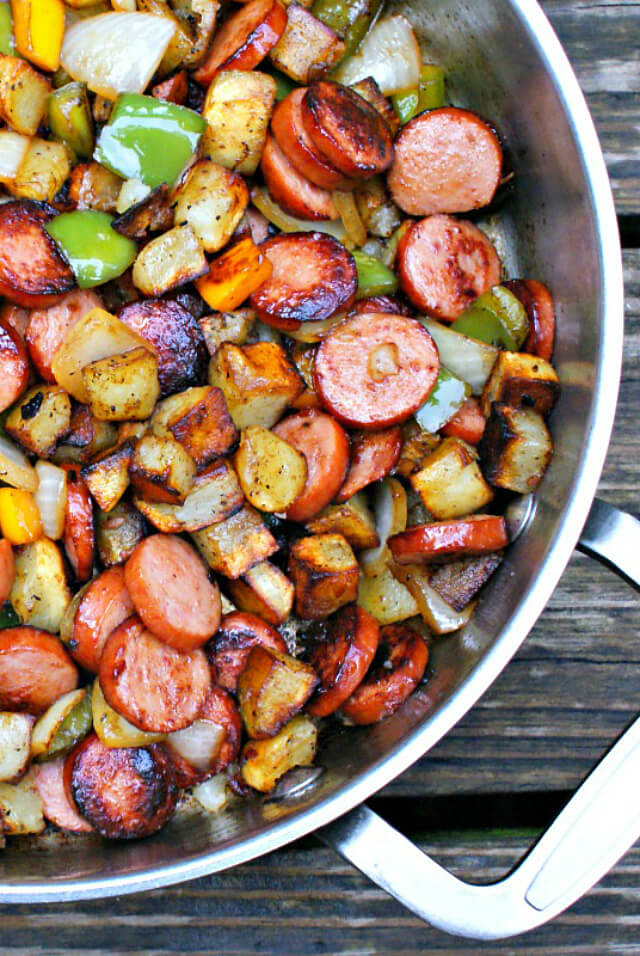 Kielbasa, Pepper, Onion and Potato Hash is an easy to make, healthy and delicious meal that comes together in just 15 minutes, featuring tons of fresh veggies and lean turkey kielbasa.  #easydinner #kielbasa