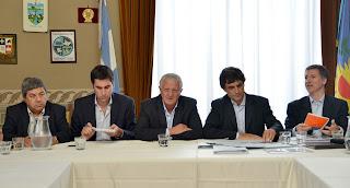 Sarghini recibiò al ministro Lacunza y legisladores e intendentes del FpV por el presupuesto 2016