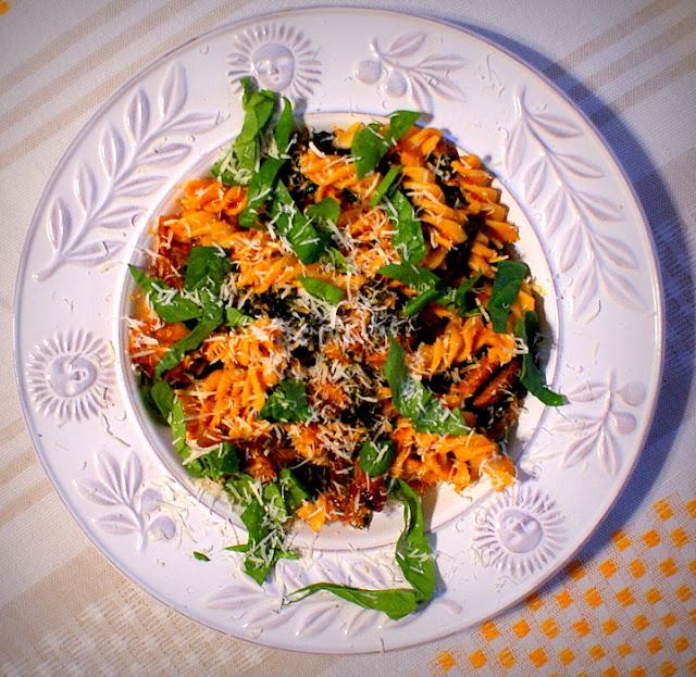 fusilli,malma,lubella,pasta con spinaci,makaron ze szpinakiem,kuchnia śródziemnomorska,szybki obiad,szybki makaron,