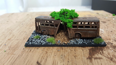N Gauge buses and N Gauge cars picture 3