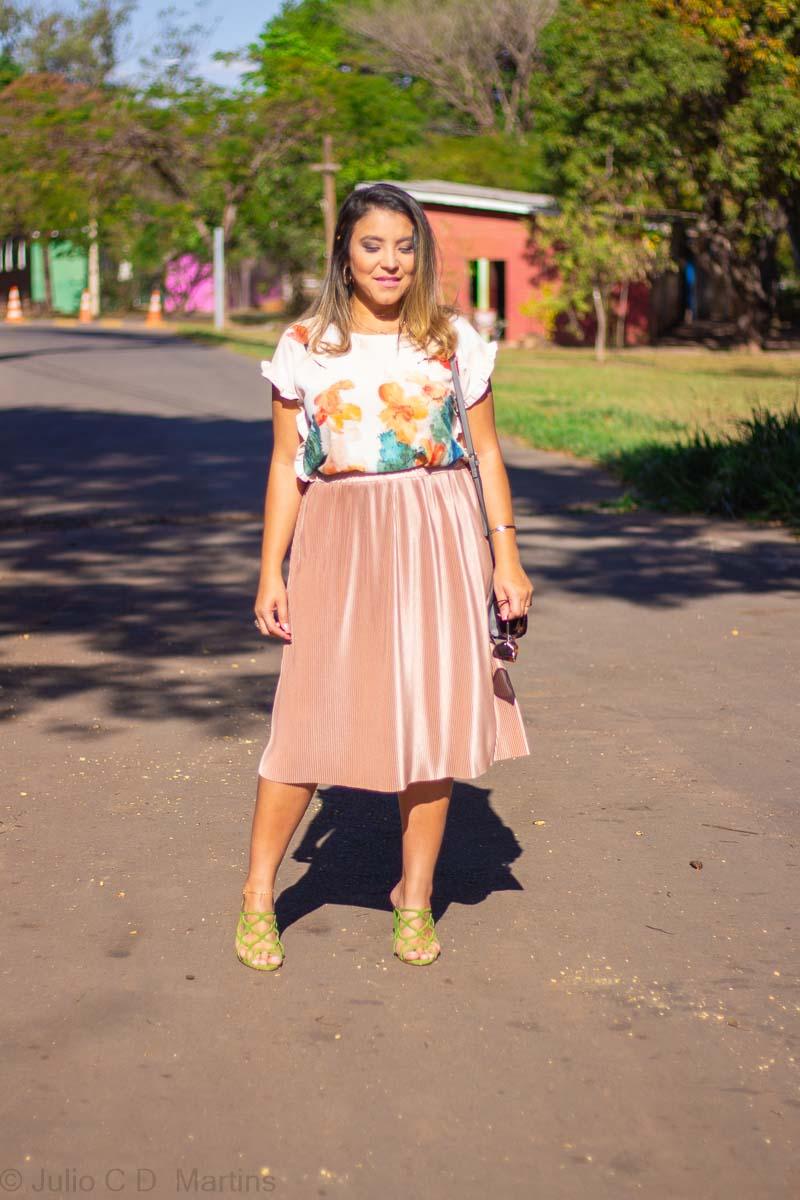 Saia rosê com blusa floral