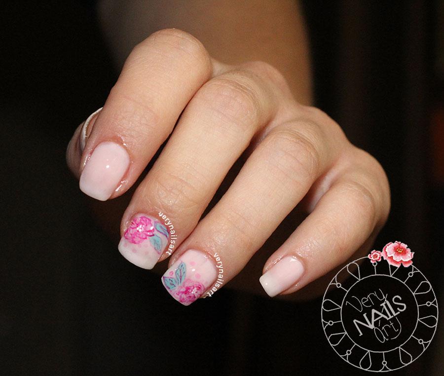 Diseño de uñas a mano alzada | Rosa con acuarelas