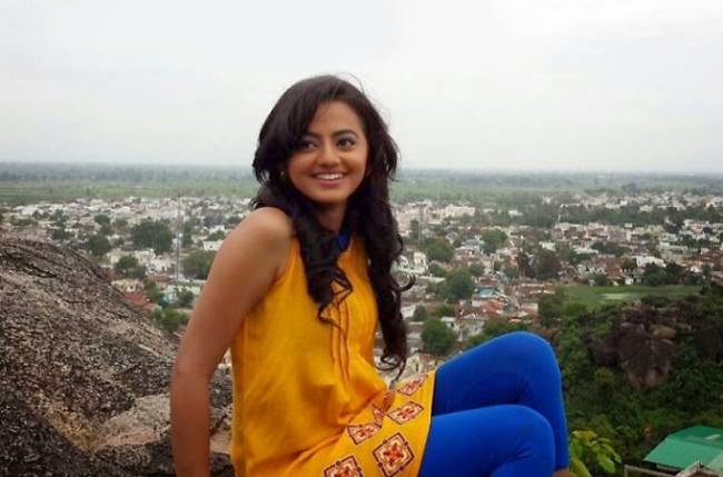 Helly shah hot sexy look wallpaper