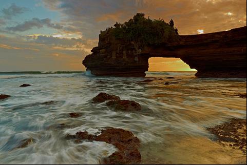 Wisata Lombok Yang Akan Membuatmu Ketagihan 02 Pura Batu Bolong